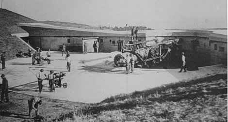 "Loading a 14"" Gun at Battery Osgood Farley, Fort MacArthur"